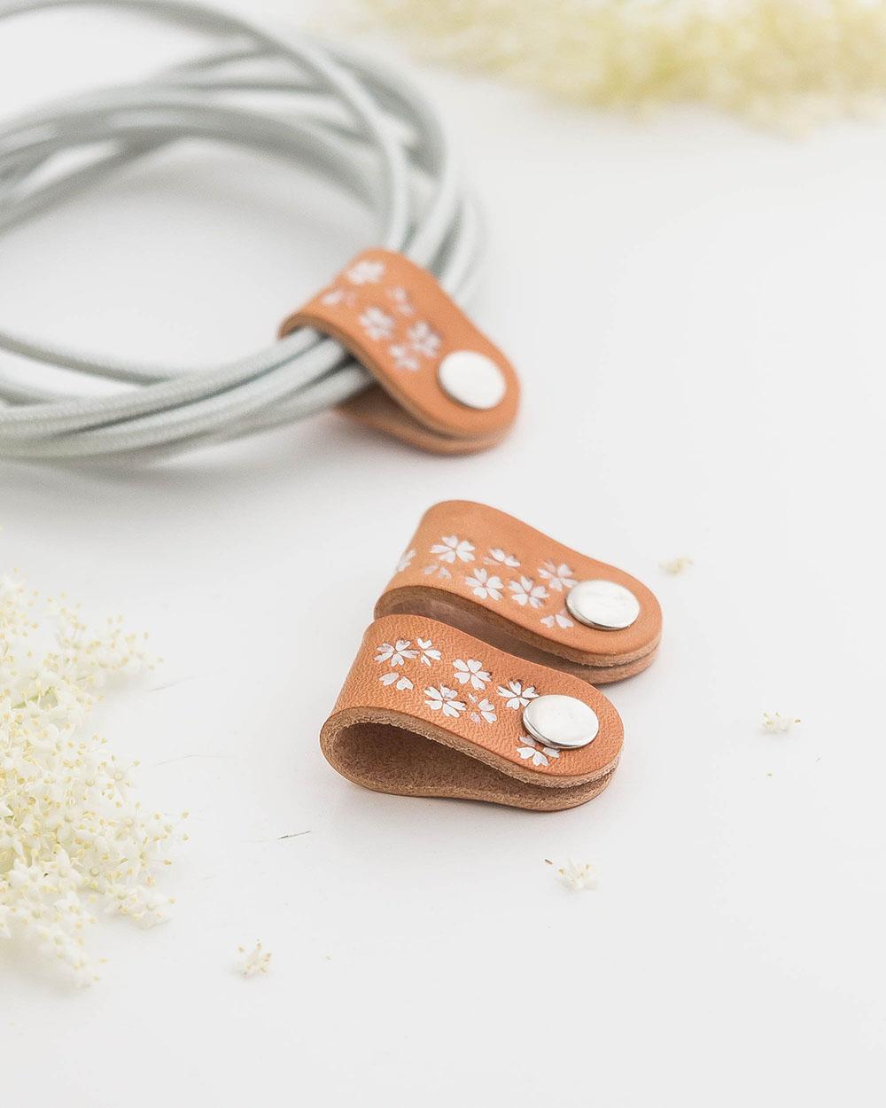 3er-Set Kabelhalter mit Sakura Weiß Blumenmotiv | Sakura flowers Cableholder 3 pieces white